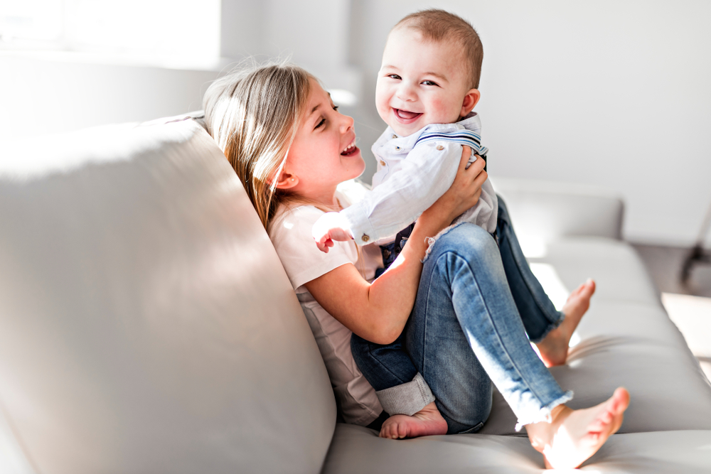 Melatih kecerdasan bersosialisasi anak Anda